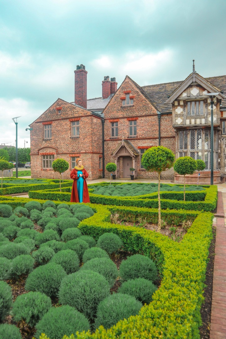 Ordsall Hall: an unique experience in a manor house